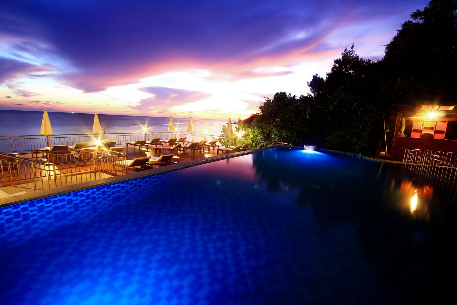 Pinnacle koh tao dive resort thailand thailanddirect for Hotels koh tao